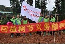 集团志愿者服务队开展学雷锋植树活动