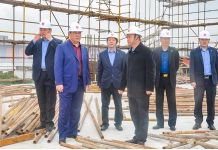 龙8国际董事长对分公司在建施工项目进行检查督导